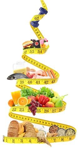 metre ruban à mesurer avec des aliments legumes fruits et poissons viandes
