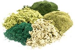 mélange de 4 poudres vertes sur un fond blanc - WeightWorld