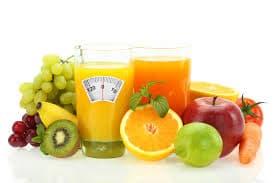 ensemble de fruits multicolores sur un fond blanc - WeightWorld